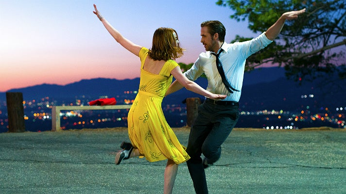 """Emma Stone and Ryan Gosling dancing in Griffith Park in """"La La Land"""""""